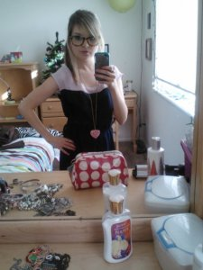 OOTD: colorblock dress (American Eagle), pink heart necklace (Forever 21), tortoiseshell hipster glasses (American Eagle).