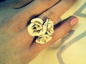 White rose ring: Forever 21.