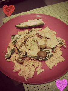 Nachos for dinner. Raw jalapeno popper on the side. GF multigrain sweet potato chips, sauteed spinach, green olvies, pinto beans, sprouted sunflower seeds, homemade guac and homemade nacho sauce.