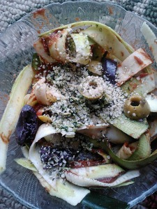 Zucchini fettuccine with easy marinaraw sauce (tomato paste+spices+date), olives, homemade pumpkin seed pesto and hemp seeds.